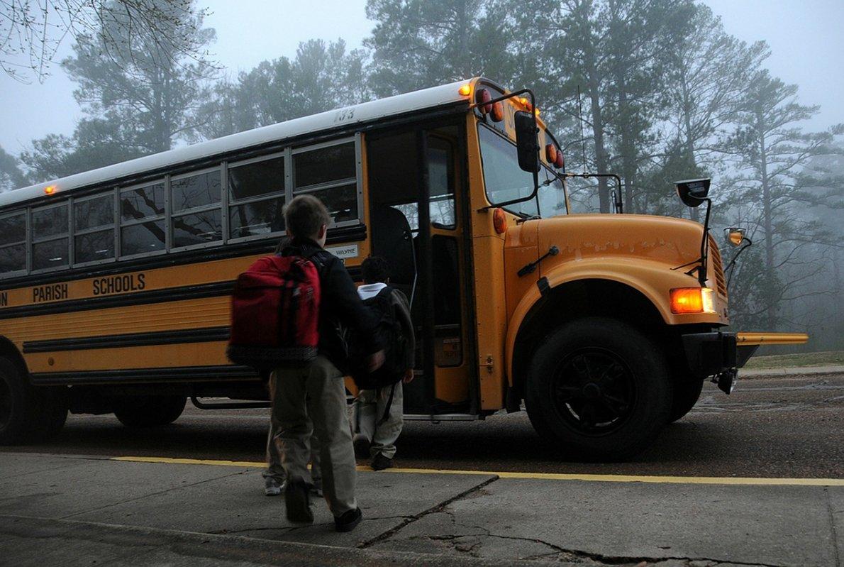 Оранжевые проблесковые маяки на школьные автобусы