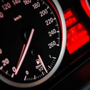 Скорость-автомобиля